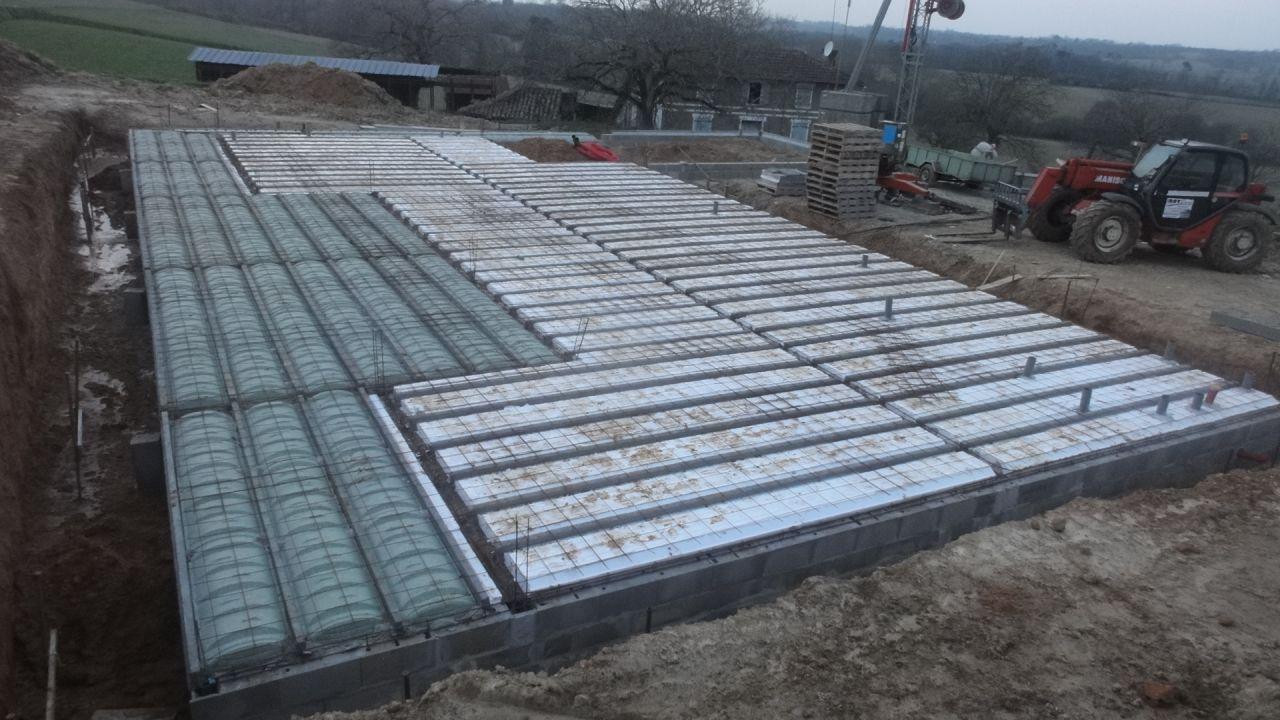 Les plaques de polystyrène pour la partie maison et les plaques vertes pour les terrasses