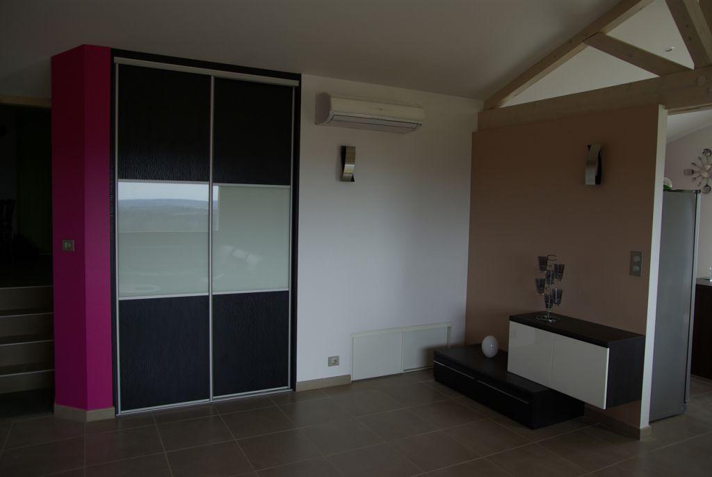 les portes de placard et le buffet les achats sp cial. Black Bedroom Furniture Sets. Home Design Ideas