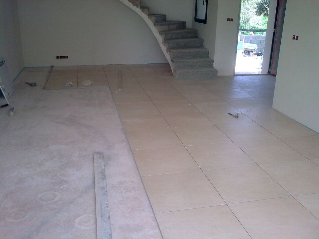 Cr pis carrelage en cours villetelle herault for Carrelage mal pose
