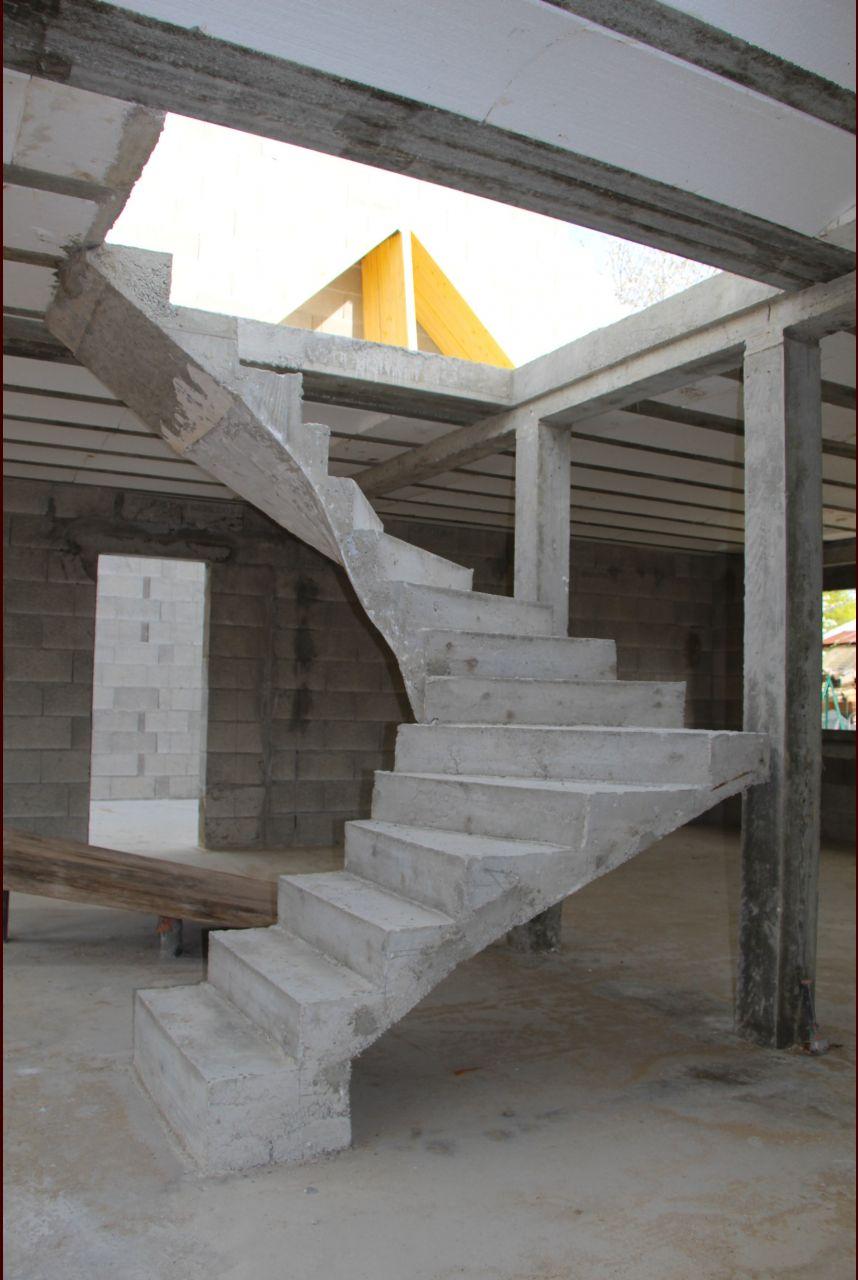 Escalier béton 2/4 tournant