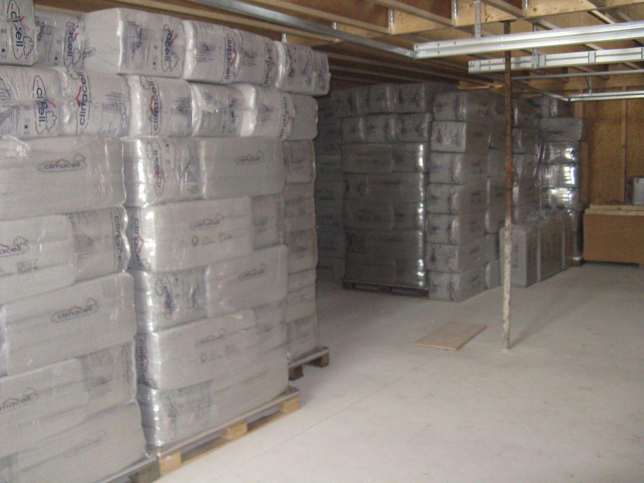 des tonnes d'isolant cellulose