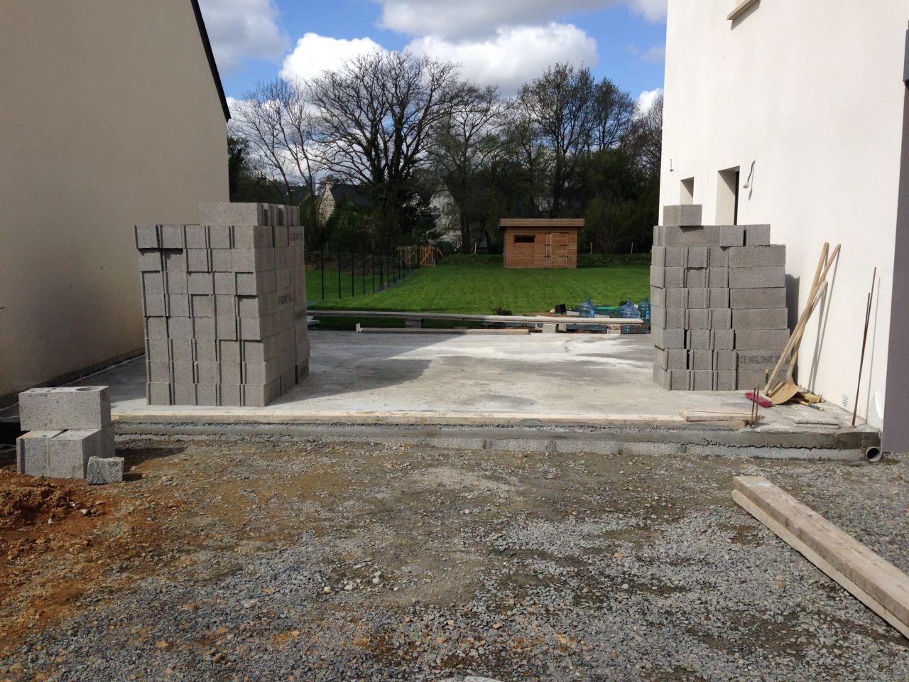 D but du garage dalle coul e et levation des murs for Construction maison parpaing