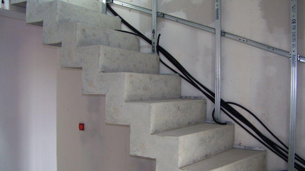 habillage escalier b ton avec des marches en bois 19. Black Bedroom Furniture Sets. Home Design Ideas