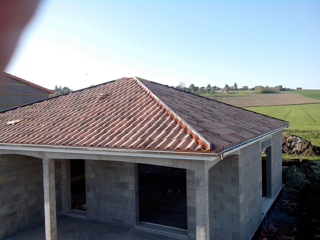 phase 5 toiture fin de la phase 5 toiture lambris et goutti res pos es lempty puy de dome. Black Bedroom Furniture Sets. Home Design Ideas
