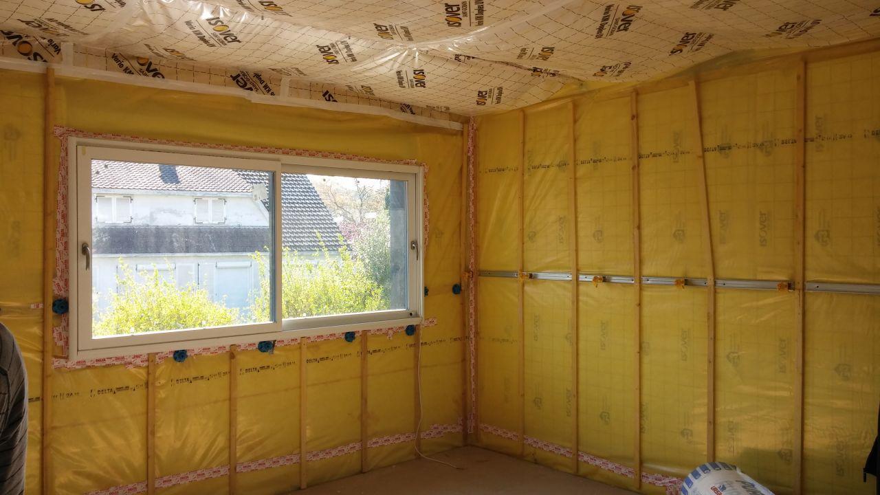 La pose des rails pour le placo et de l'isolation des plafonds