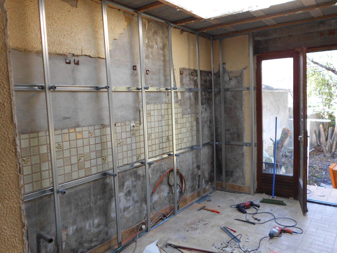 les murs extérieurs seront isolés en 100 gr32 avec un R de 3.15 et PV