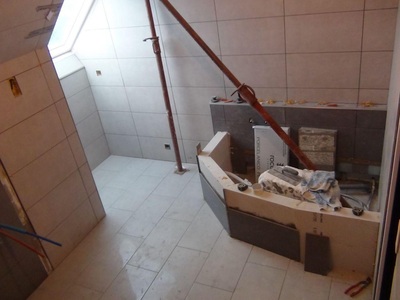 Carrelage salle de bain carrelage salle de bain dgt et for Prix pour pose carrelage