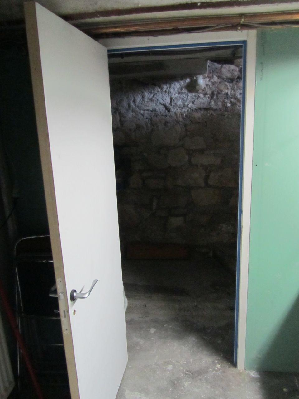 L 39 escalier entre la cave et le rdc la souche hauts de seine - Isoler une porte de cave ...