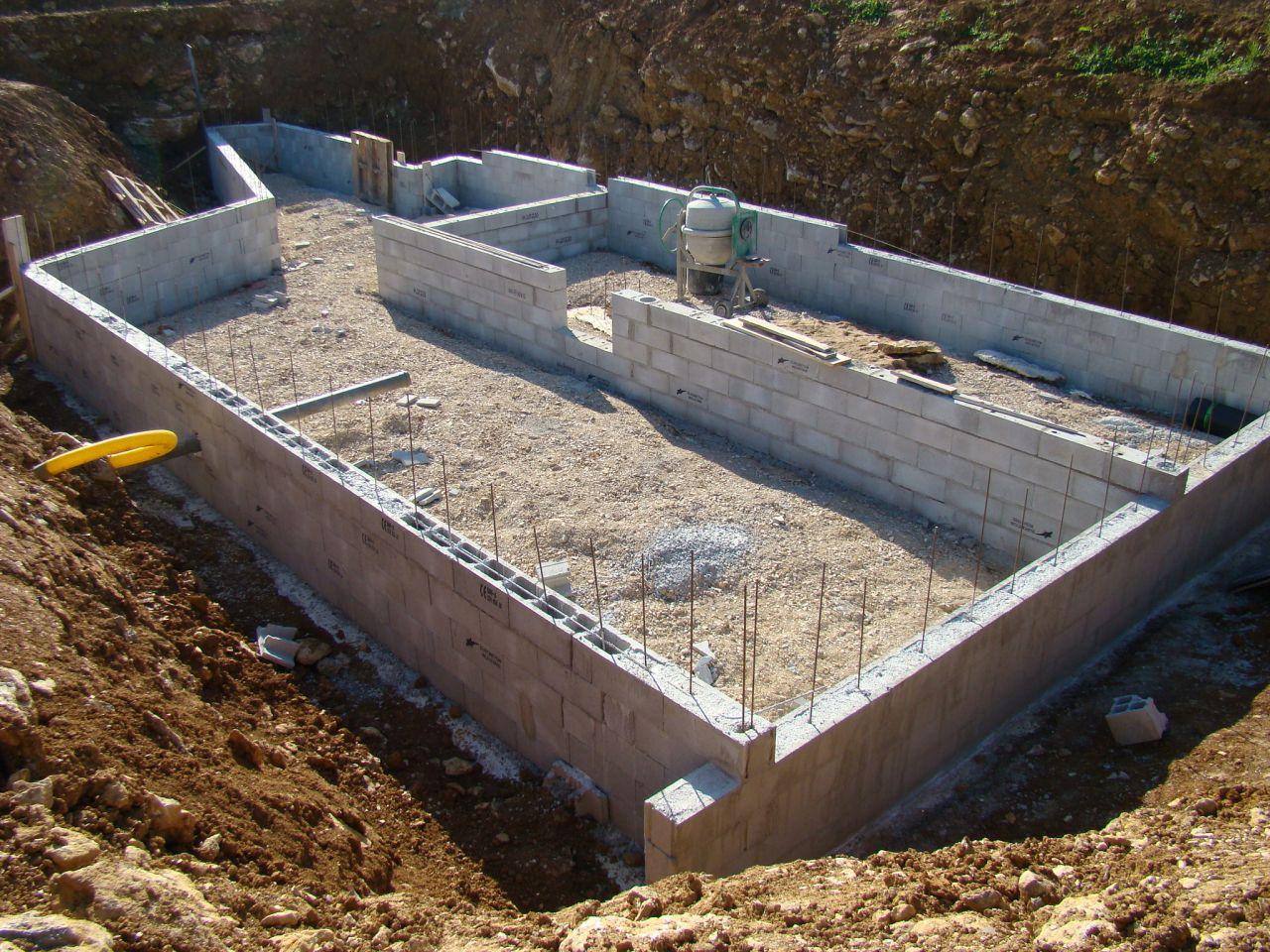 Murs en blocs à bancher du sous sol
