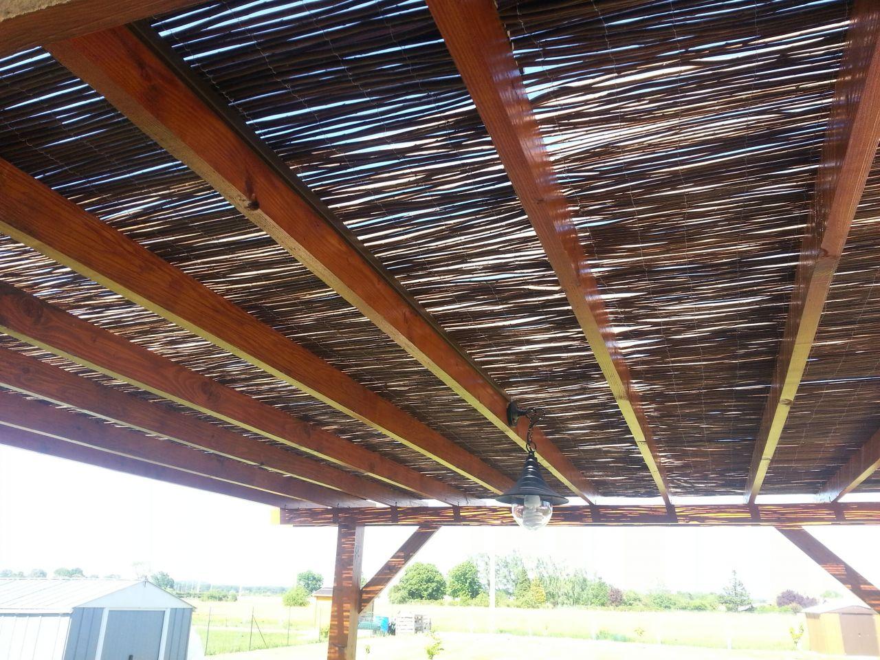 toit en canisse beautiful les mensures de votre toiture de pergola dpendent de la longueur de. Black Bedroom Furniture Sets. Home Design Ideas