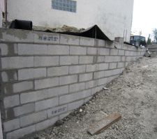 Encore quelques rangées et le mur sera à hauteur du rdc.