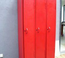 Vestiaire métallique rouge Ferrari