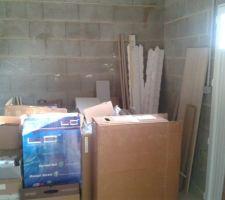 Des cartons dans le garage, c'est étonnant !
