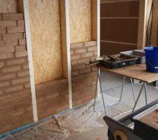 Suite pose briques de terre crue, fin J2