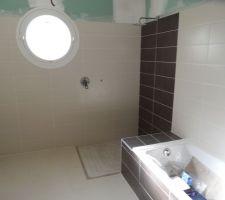 salle de bain en cours de realisation le meuble de salle de bain a ete achete chez miliboo