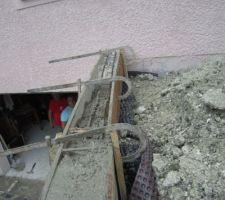 Ferraillage horizontal sur le haut du mur de retenu de terre.