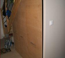 troisieme et dernier caisson le hic c est que le sol et les murs n etant pas droit on a un gros jour les boules