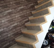 Escalier bi-ton fait maison. Il reste Quelque finition