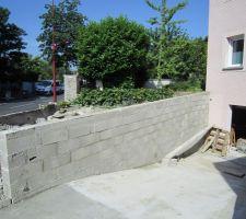 Les arases des murs de retenue de terre sont faits !