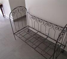 lit enfant ancien repeint en gris