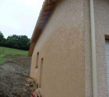 facade nord foncee par la pluie