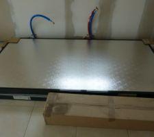19 juillet 2014: le deux panneaux solaires stockés dans la cuisine...