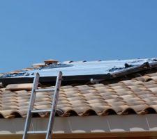 Panneaux solaires posés! Reste plus qu'à enlever les protections....