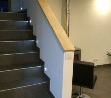 vue leds escaliers et la plaque de finition de la cheminee qu il faut encore terminee