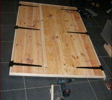 Porte quasiment fini, reste les barres et écharpes à monter puis peindre le tout