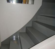 Escalier avec les 2 applications de résine, photo prise de nuit