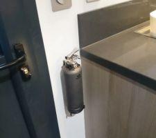 On est jamais trop prudent, donc, un petit extincteur deco dans la cuisine, ça peut être utile !
