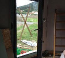 Porte fenêtre du salon.