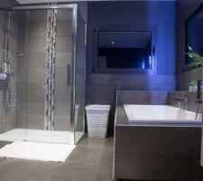 Photos et id es salle de bain sol gris fonc 1003 photos - Beton cire leroy merlin salle de bain ...
