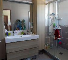 La salle de bain, presque fini, deux trois petites finition comme une étagère pour mettre les bacs de linge sale