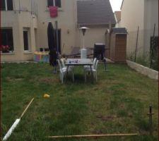 Ici se tiendra notre future terrasse (délimitée grossièrement au sol)