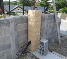 auto construction du portail utilisation d element de pilier pas cher en gsb et passage des gaines pour la motorisation