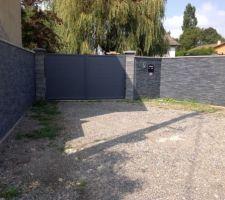 Mur d'entrée en plaquettes de parement