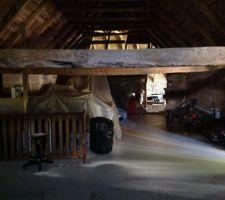 Grange zone 1   Le plancher est refait   Zone de stockage mobilier