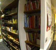 Niche pour les livres de cuisine, cellier ambiance épicerie ... le rêve de ma femme se réalise :)