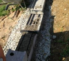 Fondation mur de clotûre outil fait maison, grace un contact du forum qui se reconnaitra
