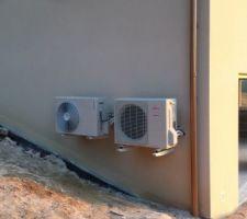 Les deux postes externes l un pour le chauffage au sol, l'autre pour la production d'eau chaude