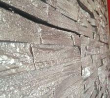 cire paillete sur la pierre de parement