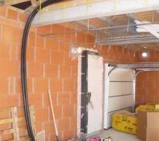 passage de la tuyauterie du fluide solaire avant de faire le plafond