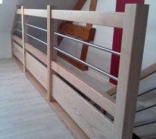 Vue de l'étage, installation terminée. vue le garde corps mixte bois/tube inox
