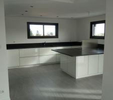 notre cuisine avec son granit noir