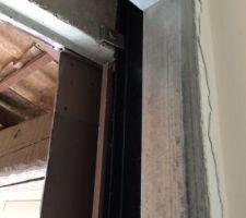 mise en place du pre chassis vue de l interieur on voit egalement le bloc de beton phenix fixe sur ls structure phenix