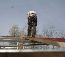 Installation des plaques de toit, en rappel !