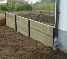 dans le meme esprit que le mur de soutenement du terrain nous avons fait le mur de la futur terrasse