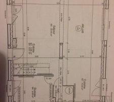plan de base de la maison nous pensons modifier certaines choses comme deplacer les wc sous l escalier et recuperer l espace pour agrandir le bureau et en faire une petite chambre d environ 10m2 et ouvrir la cloison des anciens wc cote cuisine avec le point technique qui par la suite ira dans le garage une fois construit