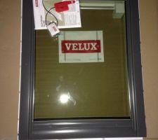 La fenêtre de toit Velux pour la salle de bain